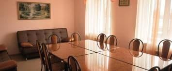 Удобные диваны столы и стулья