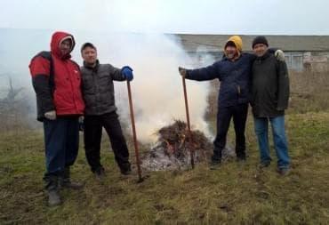 Уборка травы помощь сельскому послелению